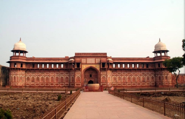 Jehangir's Place, built by Akbar for his son Jehangir. In front is Hauz-i-Jehangir, a huge bowl carved out of a single block of stone,  possibly used for bathing.